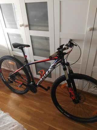 Se vende bicicleta semi/nueva Scott por no usarla