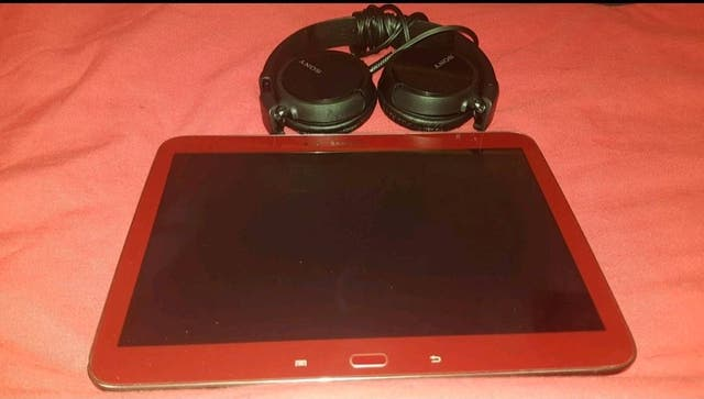 Samsung tablet and headphones
