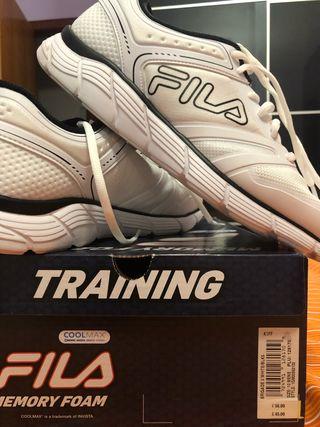 Zapatillas blancas fila talla 44 y 1/2 una puesta