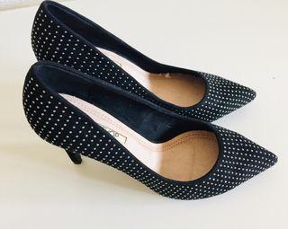 Zapatos de punta color negro