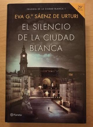 El silencio de la ciudad blanca Eva Sáenz Urturi