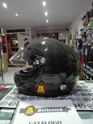 casco de carbono para rally o circuito.