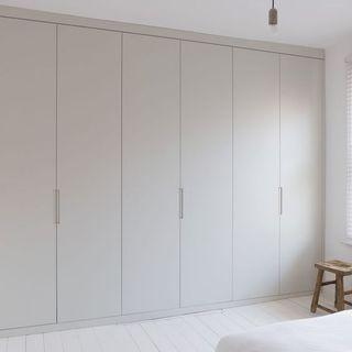 Carpintero instalador de armarios, cocinas, etc
