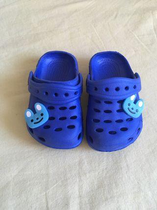 Sandalia estilo Crocs bebe