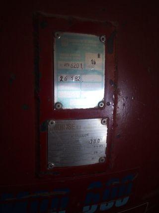 Compresor de aire con motosierra y tijera de podar