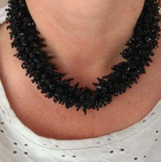 dos collares gargantillas en piedra negra brillant