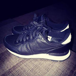 Zapatillas Nike en piel negras núm 36