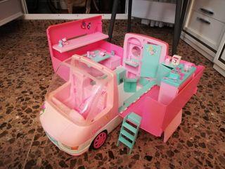 Autocaravana Barbie con accesorios