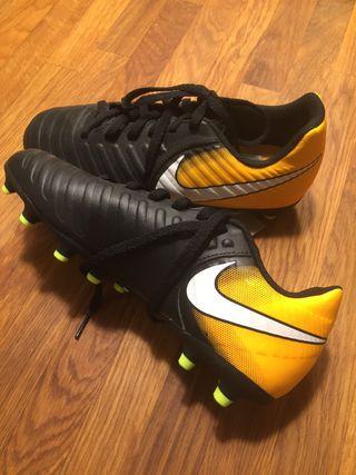 Botas de fútbol de segunda mano en Rivas Vaciamadrid en WALLAPOP