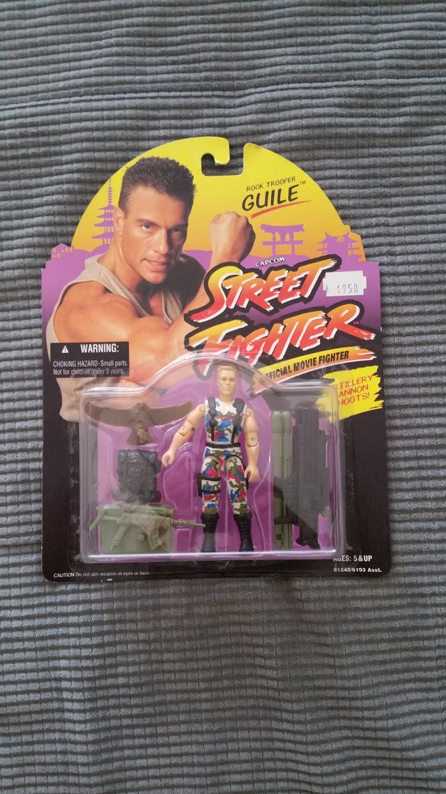 Guile artillery cannon shoots street fighter