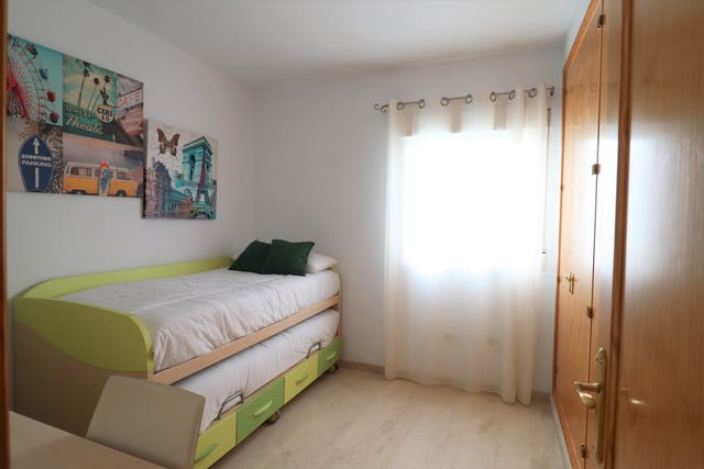Modern 2 bed apartment with pool and garage space (Alozaina, Málaga)
