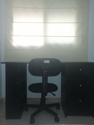 escritorio y silla de ruedas