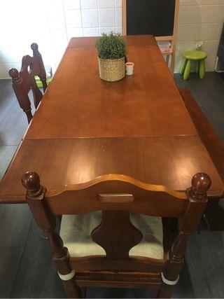 Mesa con 2 sillas y 1 banco