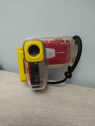 Cámara de video con funda acuática