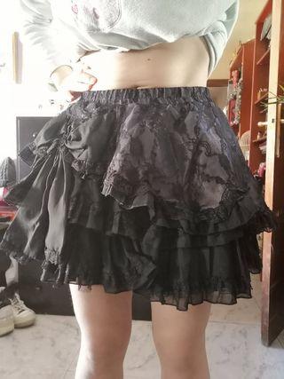 Falda gótica multicapa con lazo