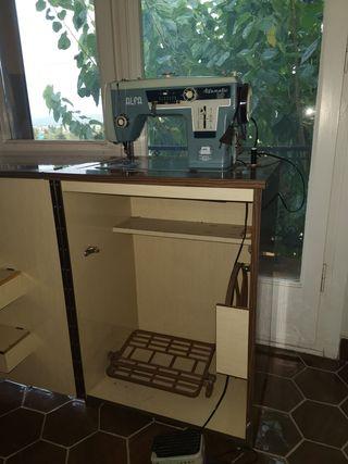Maquina de coser Alfa alfamatic 109 con armario