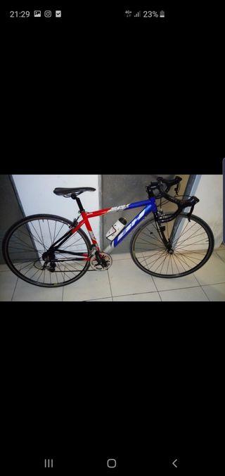 Se vende bici de carretera para niño