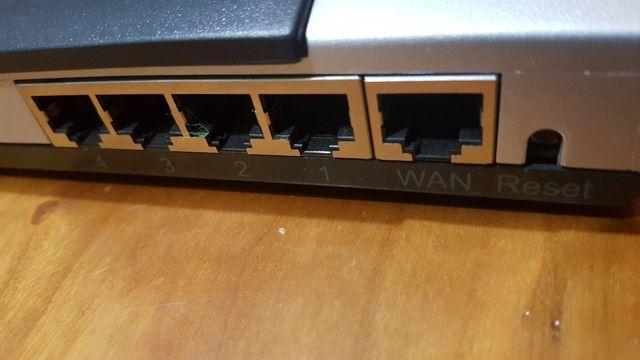 Router 4 puertos + Firewall Conceptronic