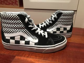 2vans cuadrados negros y blancos
