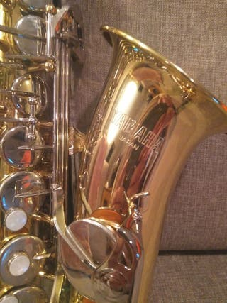 Saxo alto Yamaha con complementos.