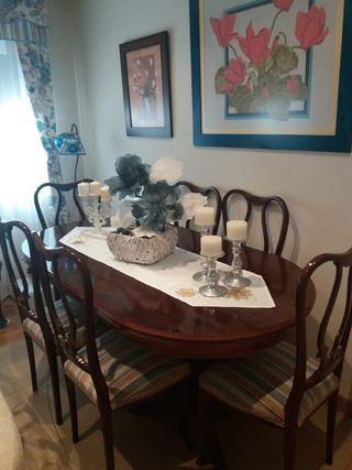 Comedor(mesa+sillas) y reloj pared