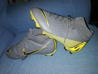 botas de fútbol de niño N 34 muy poco uso