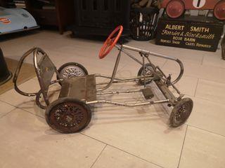 Coche de pedales antiguo