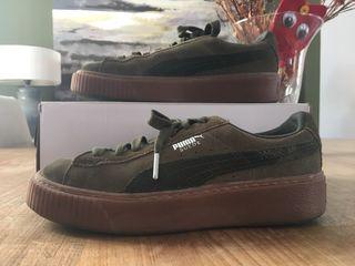 Zapatillas Puma modelo suede color verde militar