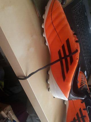 botas de fútbol a estrenar vendo porq n es mi núme