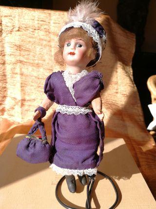 Antigua muñeca de porcelana de 1920