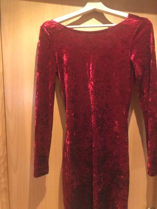 Vestido rojo con espalda caída