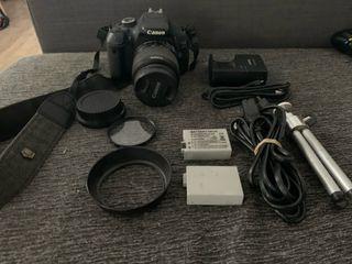Cámara réflex Canon 600D con extras