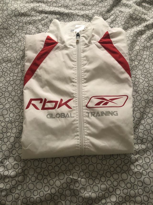 Chándal Reebok Gris, blanco y rojo.