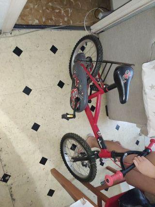 bicicleta btwin de bombero para niño