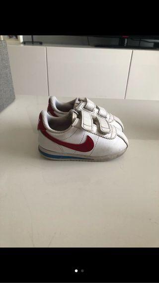 4 pares de zapatillas Adidas, Nike, Reebok y Zara