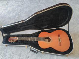 Guitarra española con Funda rígida