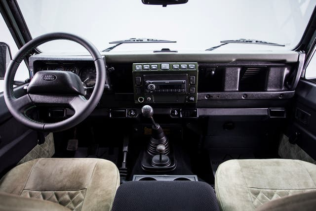 Land Rover Defender 2002