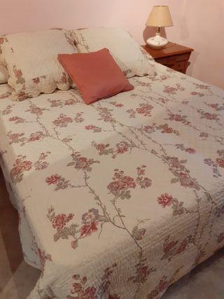 colcha flores cama de 1'35cm y cojines
