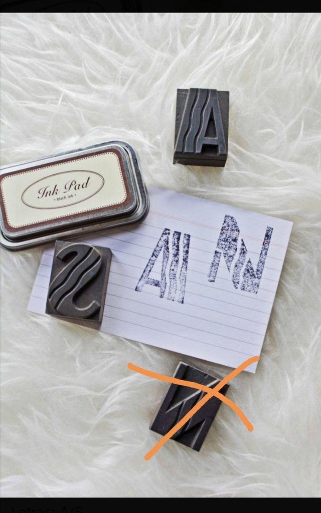 2 Letras A y S de madera imprenta 45 mm chibalete