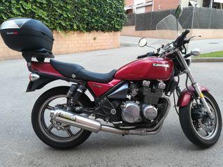 Motocicleta Kawasaki zephyr 550 clasica