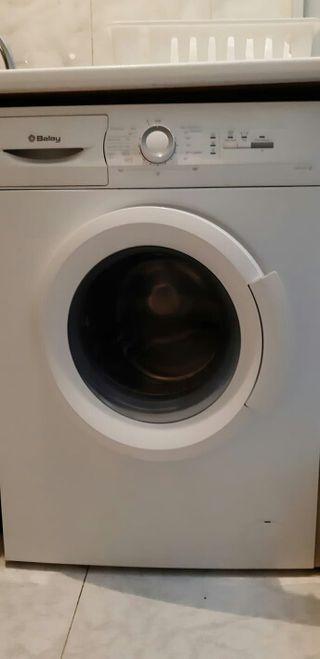 lavadora casi nueva Blanca.