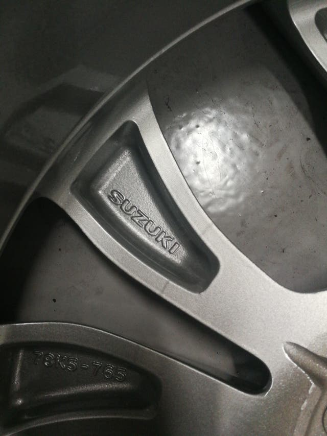 llanta Suzuki granVitara
