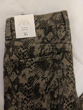 Pantalon Animal Print. Zara. Nuevo