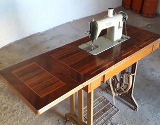 Máquina de coser antigua de 1.960