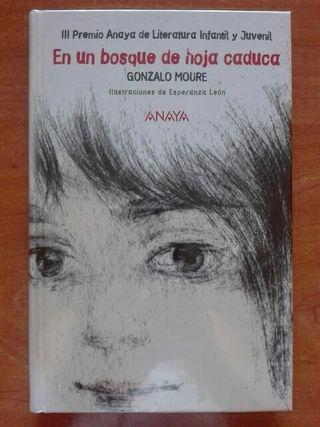 Libro En un bosque de hoja caduca. Gonzalo Moure.