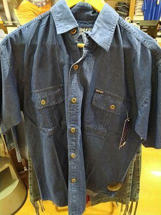 camisa vaquera manga corta con dos bolsillos