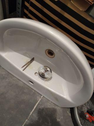 Lavabo de baño con pie