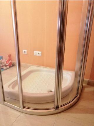 Plato de ducha semicircular nuevo.