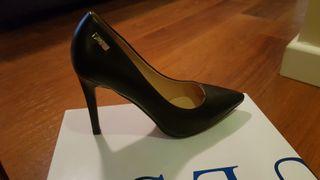 Zapatos de piel guess talla37