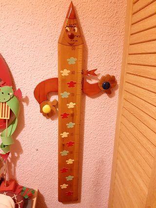 Colgador/medidor para niños